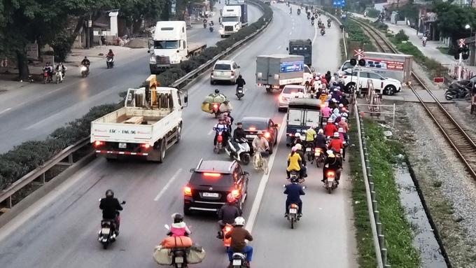 Nhiều cầu vượt, đường dân sinh dẫn thẳng ra quốc lộ 5