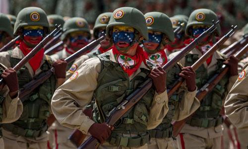 Các binh sĩ Venezuela trong một cuộc duyệt binh ở thủ đô Caracas. Ảnh: Reuters.