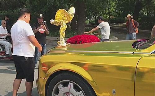 Biểu tượng ngoại cỡ trên chiếc Rolls-Royce thu