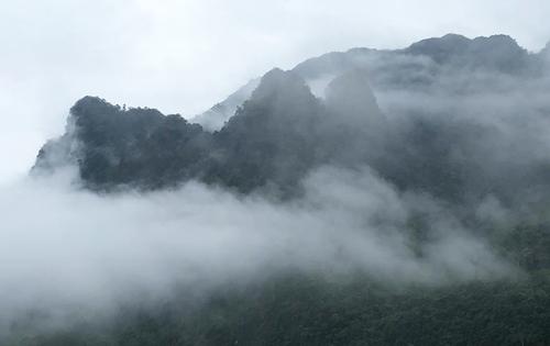 Huyện Bảo Lạc (Cao Bằng) chìm trong sương mù. Ảnh: Ngọc Thành