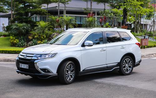 Mitsubishi Outlander bản lắp ráp trong nước trên đường phố Hà Nội. Ảnh: Minh Vũ.