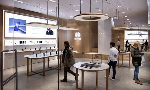 Một cửa hàng của Huawei tại Ba Lan. Ảnh: NYTimes.