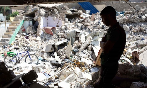 Ngôi nhà bị phá hủy sau cuộc không kích tại Mosul tháng 3/2017. Ảnh: Reuters.