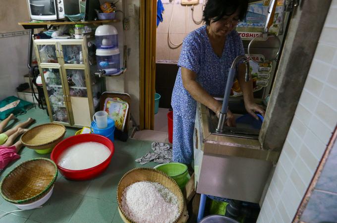 Người Sài Gòn thức đêm nấu bánh chưng khắp các con hẻm