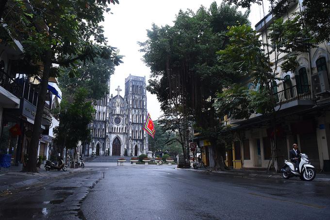 Hà Nội, Sài Gòn khác lạ Mùng một Tết