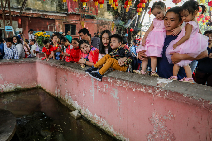 Người dân cả nước tấp nập đi lễ chùa đầu năm