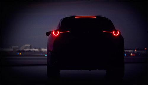 Hình ảnh đầu tiên về chiếc crossover mới cho thấy kiểu đuôi xe vuốt cụp, viền LED tròn ở đèn hậu.