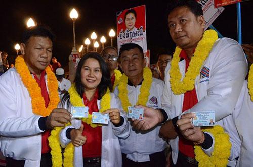 15 người lấy tên anh em bà Yingluck ra tranh cử thủ tướng Thái Lan - ảnh 1