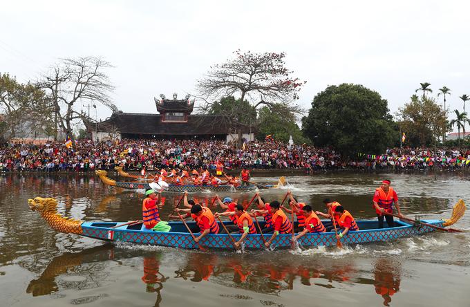 Lễ hội chùa Bạch Hào, xã Thanh Xá, huyện Thanh Hà, Hải Dương được tổ chức ngày mồng 5 - 6 tháng Giêng âm lịch hằng năm.
