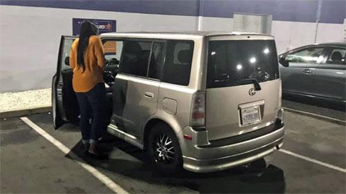Người đàn ông tặng ôtô cho người lạ vì cảm động