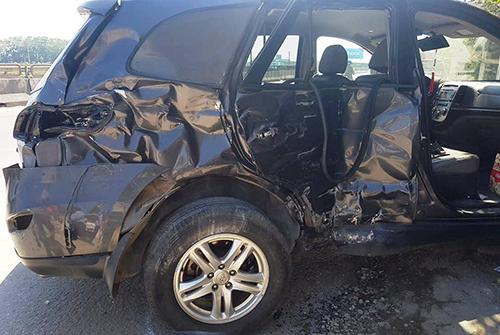 Chiếc Santa Fe biến dạng sau tai nạn khiến 3 người tử vong trên Quốc lộ 1A qua Thanh Hoá sáng 8/2. Ảnh: Lam Sơn