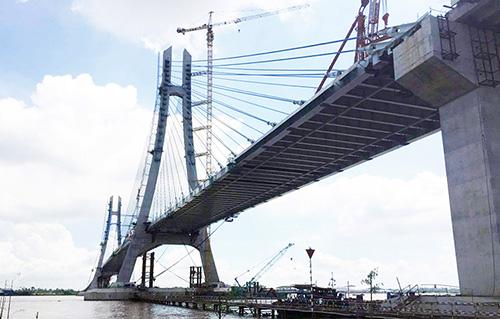 Cầu Vàm Cống tại thời điểm phát hiện vết nứt dầm thép hồi tháng 11/2017. Ảnh:Cửu Long.