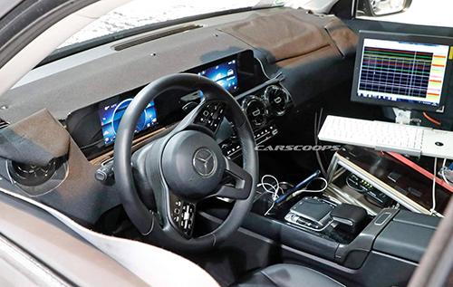 Nội thất Mercedes GLB thử nghiệm. Ảnh: Carscoops
