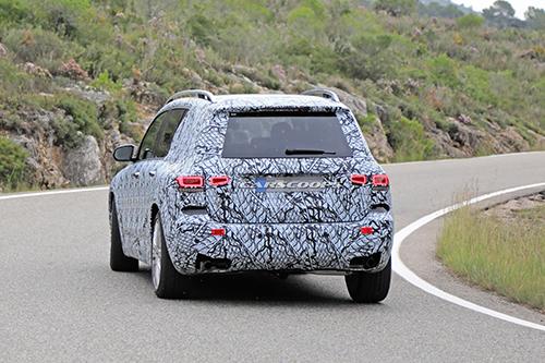 Thiết kế đuôi xe GLB mới của Mercedes. Ảnh: Carsccoops