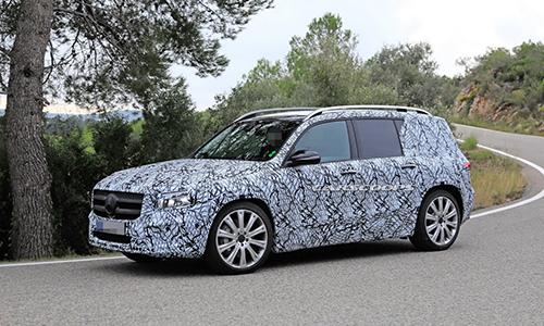 Mercedes GLB chạy thử trong lớp ngụy trang tại châu Âu. Ảnh: Carscoops