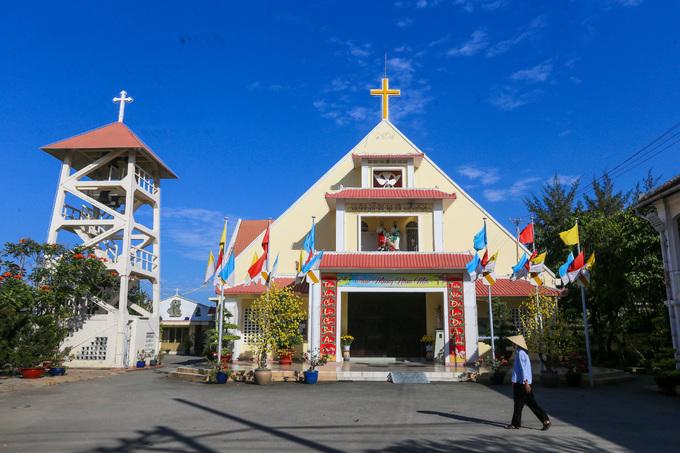 Bên trong Dòng Mến Thánh giá và Nhà thờ Thủ Thiêm