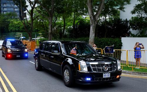 Chiếc Cadillac One từ thời cựu tổng thống Obama vẫn được sử dụng khi Trump tới Singapore tham dự cuộc họp thượng đỉnh với lãnh đạo Triều Tiên Kim Jong-un. Ảnh: Reuters