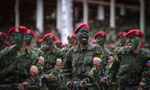 Quân nhân Venezuela tham gia lễ duyệt binh tại thủ đô Caracas. Ảnh: DPA.