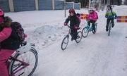 Âm 17 độ C, học sinh Phần Lan vẫn đạp xe tới trường