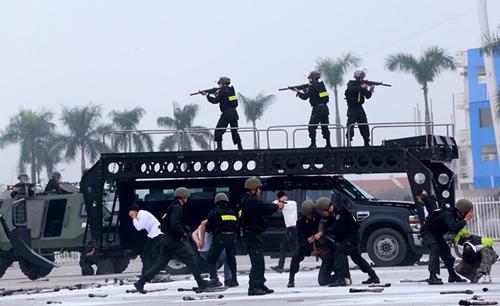 Cảnh sát cơ động diễn tập chống khủng bố. Ảnh minh hoạ: Bá Đô