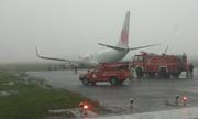Máy bay Indonesia lao khỏi đường băng khi hạ cánh trong mưa