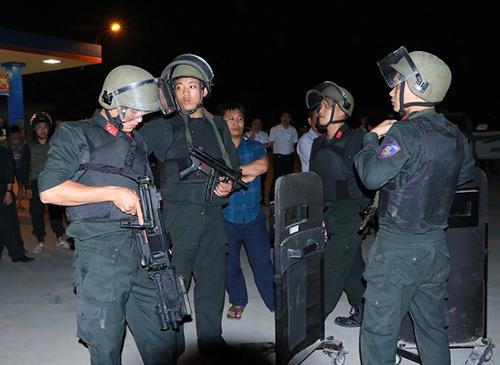 Cảnh sát cơ động tại hiện trường vây bắt nhóm ma túy. Ảnh: C.A
