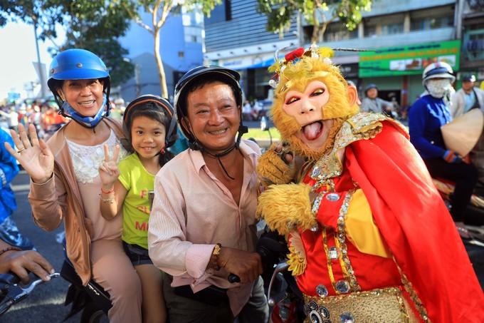 Cộng đồng người Hoa ở Sài Gòn diễu hành mừng Tết Nguyên tiêu