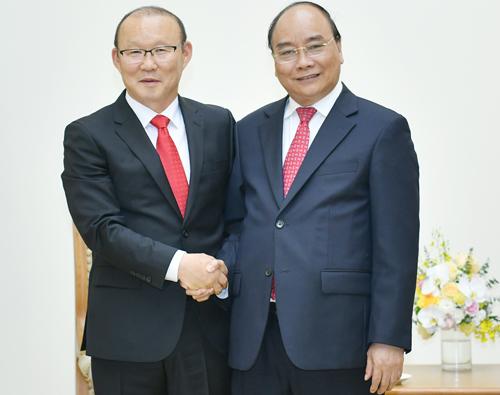 Thủ tướng Nguyễn Xuân Phúc tiếp HLV Park Hang-seo. Ảnh: VGP.