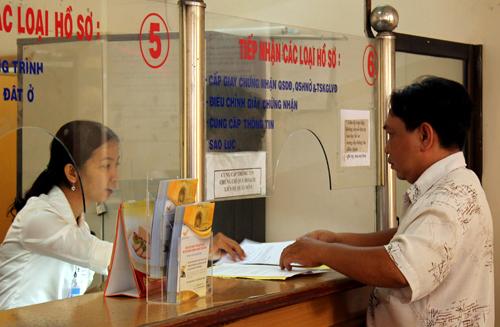 Lãnh đạo TP HCM yêu cầu tất cả các quận huyện phải có hệ thống tiếp nhận thông tin của người dân qua mạng. Ảnh minh họa: Hữu Công