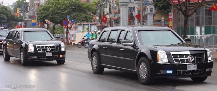 Hai chiếc Cadillac One trên đường phố Hà Nội. Ảnh: Gia Chính