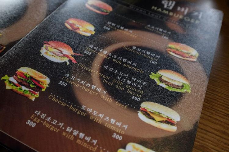 Các món bánh kẹp trong thực đơn của quán. Ảnh: AFP.
