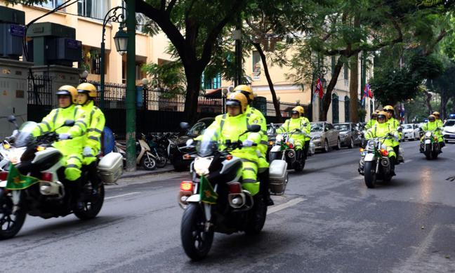 Cảnh sát giao thông Hà Nội dẫn diễn tập dẫn đường cho các phái đoàn tham gia Hội nghị Mỹ Triều diễn ra sáng 25/2.Ảnh: Bá ĐÔ