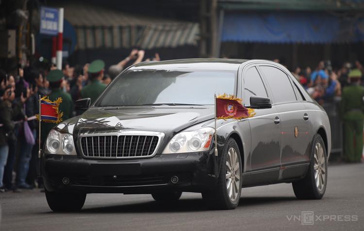 Maybach 62S - limousine quý tộc hộ tống Kim Jong-un - Ảnh 2