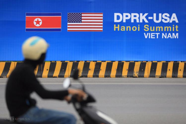Biển quảng cáo hội nghị thượng đỉnh Trump - Kim đặt tại trung tâm Hà Nội. Ảnh: Hữu Khoa.