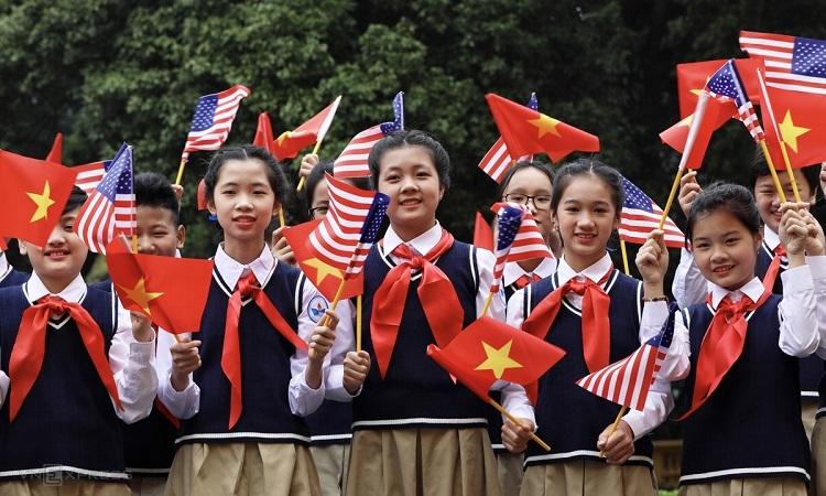 Học sinh trường THCS Nguyễn Du đón Tổng thống Mỹ sáng 27/2