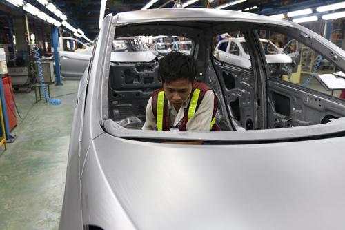 Công nhân làm việc tại nhà máy Hyundai Thành Công. Ảnh: Đức Huy