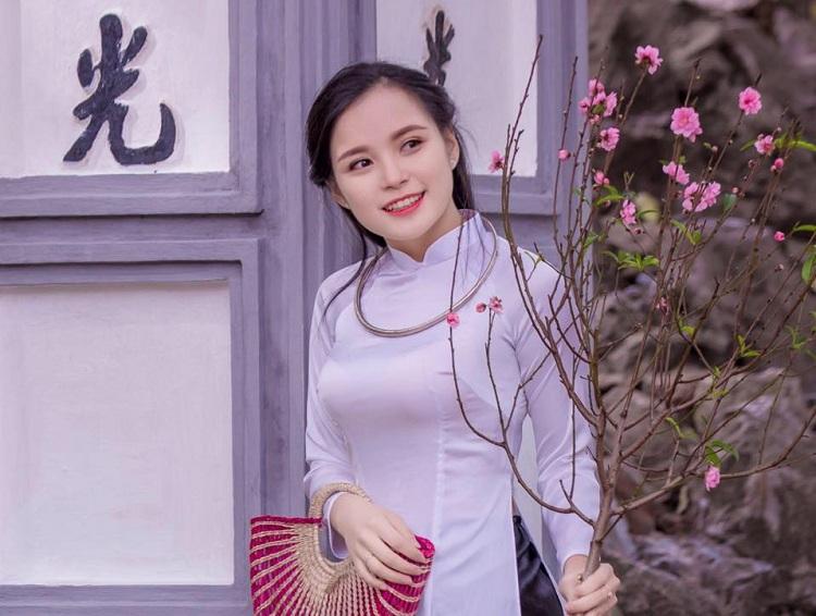 Cô gái 20 tuổi rất yêu công việc tình nguyện và thích đi du lịch. Ảnh: NVCC