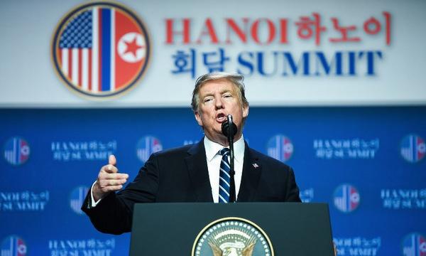 Tổng thống Trump trả lời câu hỏi của phóng viên. Ảnh:AFP.