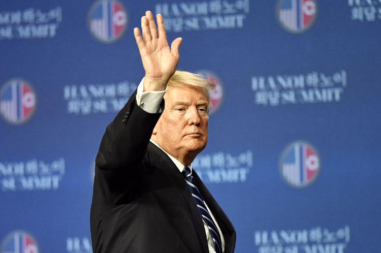 Trump phát biểu tại cuộc họp báo sau hội nghị thượng đỉnh tại Hà Nội ngày 28/2. Ảnh: AFP.