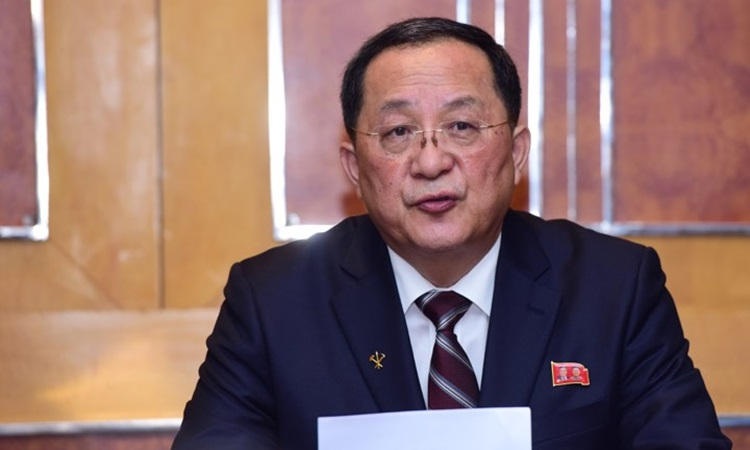 Ngoại trưởng Triều Tiên Ri Yong-ho tại buổi họp báo. Ảnh: Giang Huy.