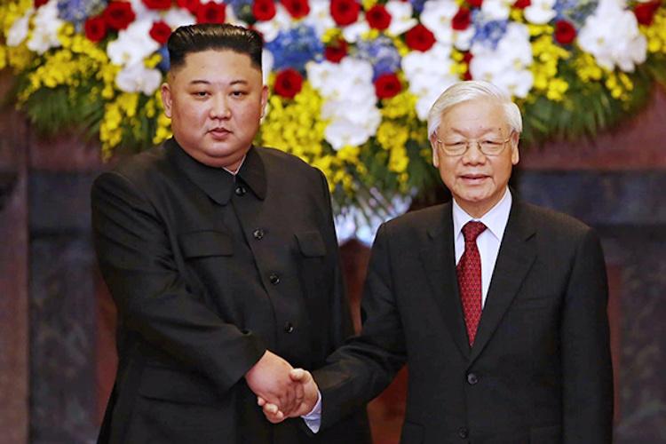 Tổng bí thư, Chủ tịch nước Nguyễn Phú Trọng chụp ảnh lưu niệm với Chủ tịch Kim Jong-un. Ảnh: Giang Huy.