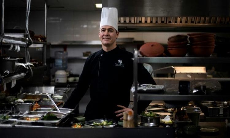 Paul Smart, bếp trưởng khách sạn Metropole Hà Nội. Ảnh: AFP.