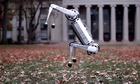 robot-4-chan-cua-my-trinh-dien-kha-nang-nhay-lon-nguoc