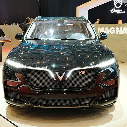 Lux V8 tại gian hàng của Magna ở triển lãm Geneva 2019.