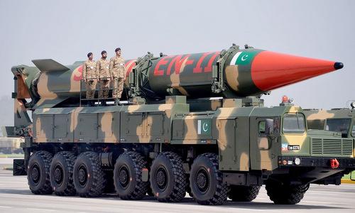 Tên lửa đạn đạo Shaheen-II của Pakistan trong cuộc duyệt binh hôm 23/3/2018. Ảnh: AFP.