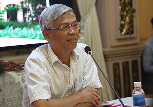 Chánh văn phòng UBND TP HCM Võ Văn Hoan chủ trì buổi họp báo trưa nay. Ảnh: Duy Trần