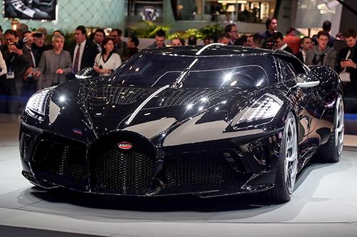 Siêu xe Bugatti Le Voiture Noire đắt nhất thế giới ra mắt tại triển lãm Geneva. Ảnh: Motor1
