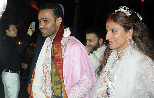Cô dâu Kaabia Grewal và chú rễ Rushang Shah trong ngày cưới 9/3. Ảnh: Cảnh Nguyễn