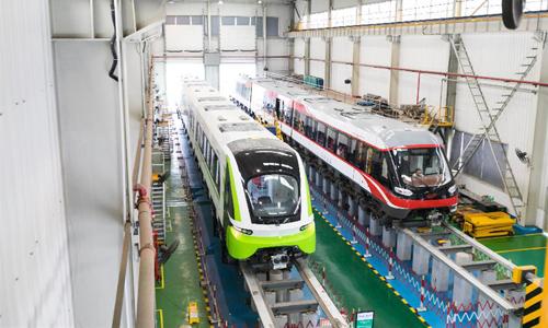 Tàu đệm từ trong nhà máy của công ty CRRC Zhuzhou Locomotives. Ảnh: Xinhua.