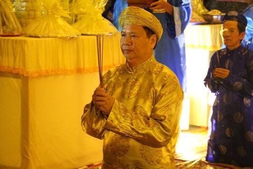 Ông Nguyễn Dung, Phó chủ tịch tỉnh Thừa Thiên Huế chủ trì lễ tế. Ảnh: Võ Thạnh